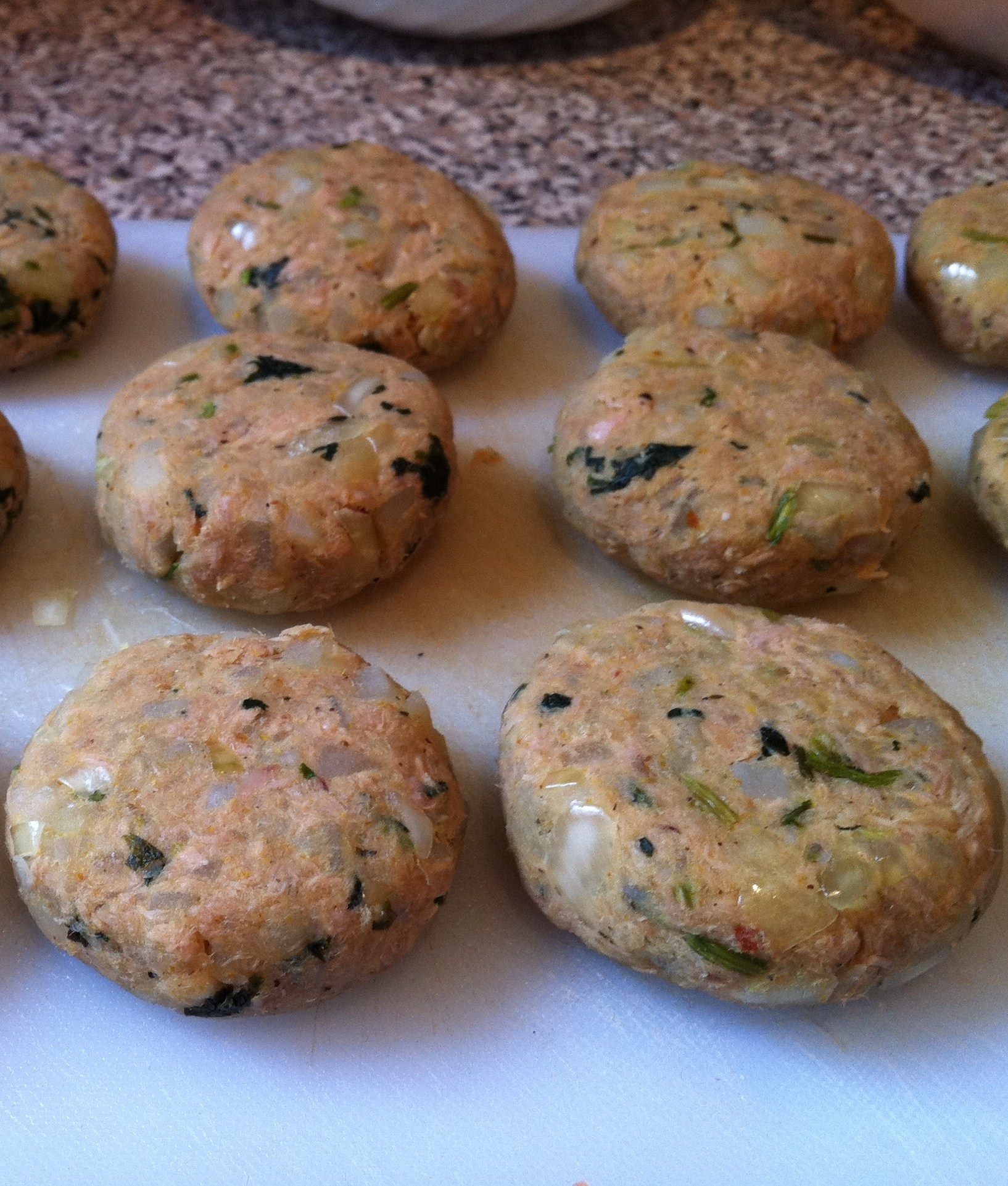 Homemade tuna fish cakes food that makes you smile for Making tuna fish